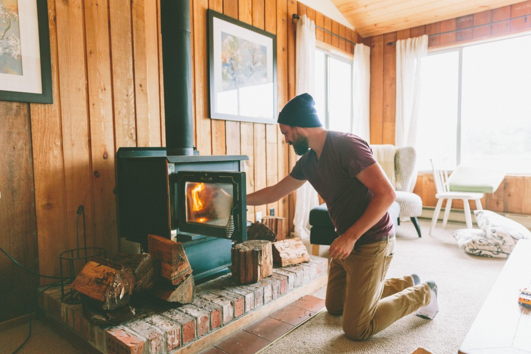 fire cabin cabin fall fireplace man beard cozy making a fire t20 no9rg7